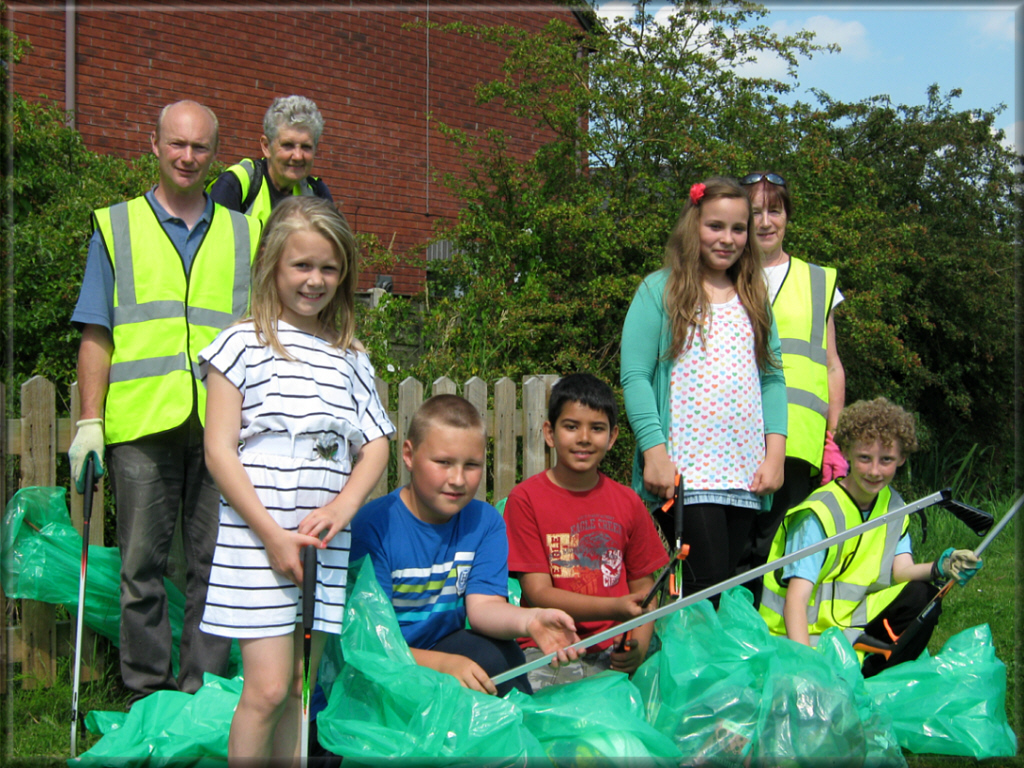 Litter Pick Holmes Chapel Road Estate 30/07/11